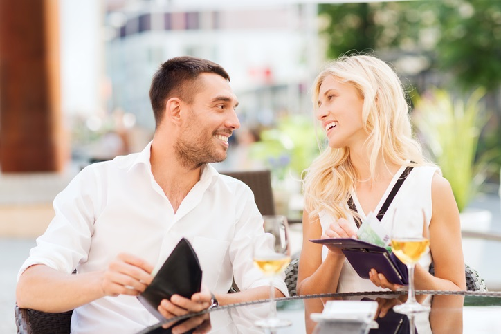 When should a girl pay dating